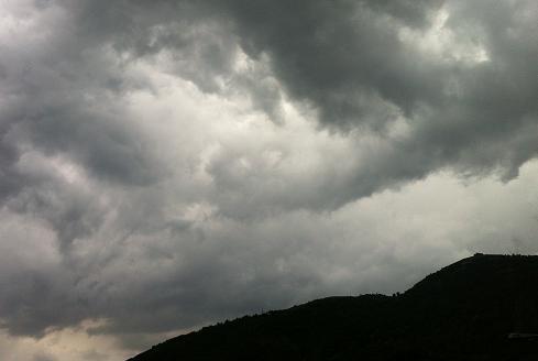 Meteo – Nel fine settimana tornano piogge e temporali, meglio domenica