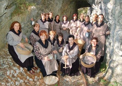 10° compleanno per le Taissine, festa a Gorno con il raduno regionale di gruppi folk