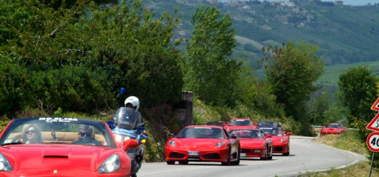 Domenica 14 luglio alla Cardinal Gusmini di Vertova il raduno Ferrari