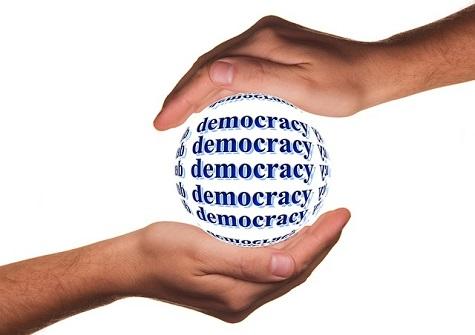 APP STORE E SMARTPHONE: CANALI PER LA POLITICA, ANCHE QUELLA CORROTTA
