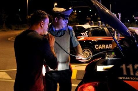 Posti di blocco nella notte a Bergamo, 9 persone denunciate