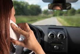 QUANDO PARLARE AL TELEFONO IN AUTO NON COMPORTA SANZIONI AMMINISTRATIVE