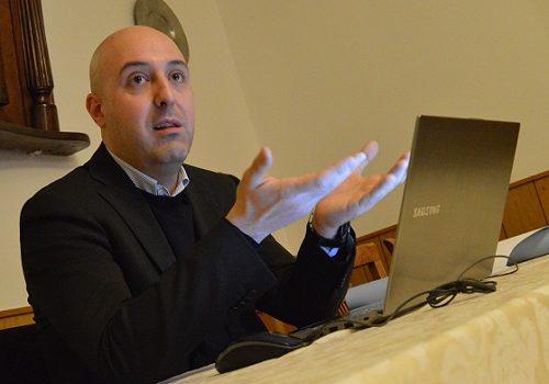 Ardesio, l'ex sindaco Bigoni si dimette dal consiglio comunale e promuove la fusione