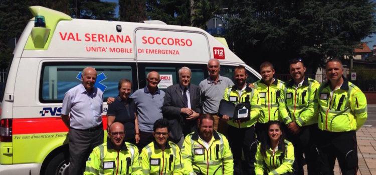 Val Seriana Soccorso, elettrocardiografo in ambulanza donato ai volontari