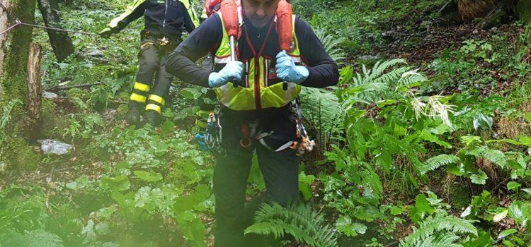 Colere: esce di casa per cercare il marito e scivola nel bosco, muore 70enne