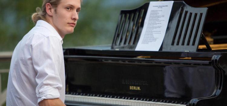 Valbondione, la musica di Andrea Tonoli accompagna le Cascate in notturna