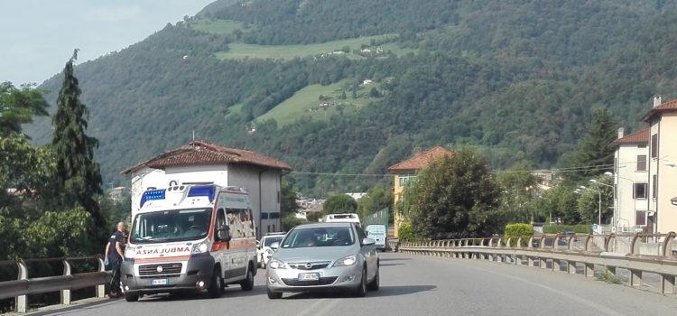 Gazzaniga, investimento ciclisti sulla strada provinciale della Val Seriana