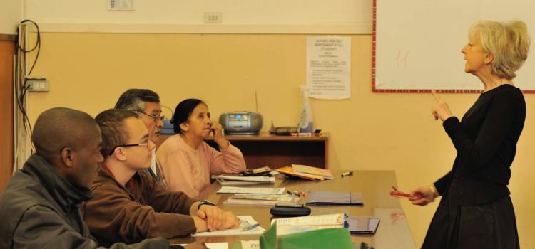 Ataya, dalle lezioni di italiano per i migranti il nuovo manuale della cooperativa bergamasca