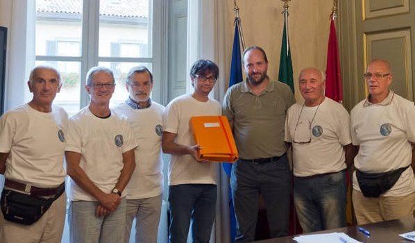 Consegnate in provincia oltre 9mila firme per la petizione contro la costruzione delle centraline in Val Vertova