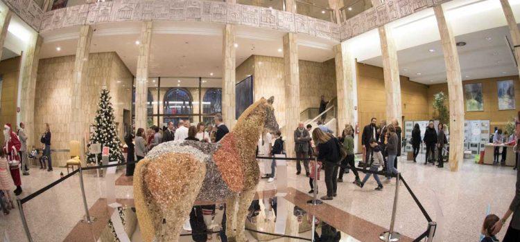 """The Jewelled Horse a Palazzo Creberg, l'esposizione benefica per le """"Mamme migranti"""""""