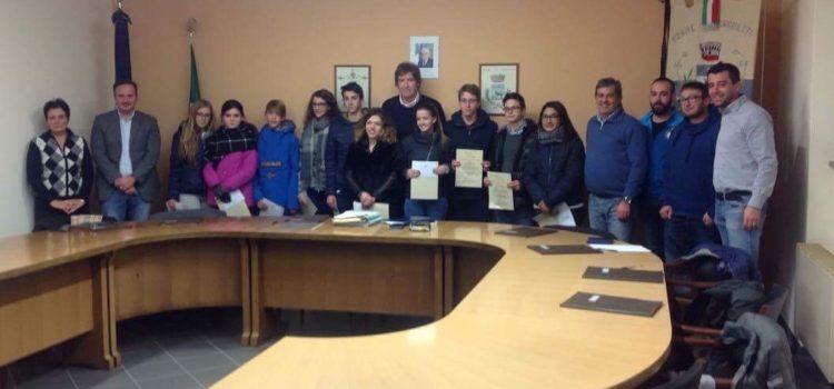 Songavazzo, Santa Lucia porta le borse di studio agli studenti meritevoli