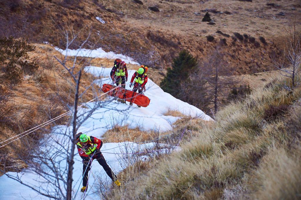 soccorso-alpino-ghiaccio-inverno
