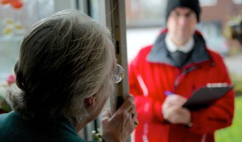 Albino, i venditori porta a porta e la truffa del codice POD