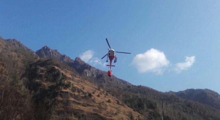 Incendio al Ponte del Costone, in azione due elicotteri