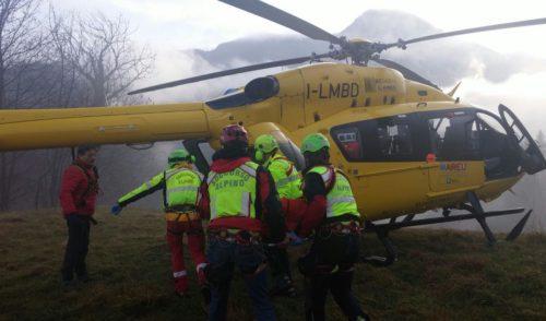 Segugi in difficoltà, 40enne bloccato sul passo del Corno a Valbondione. Recuperati dall'elisoccorso