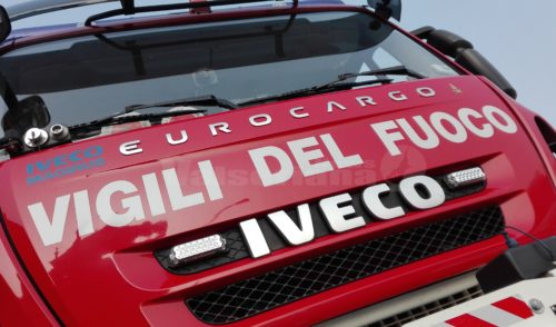 Incendio in fabbrica e in pizzeria, vigili del fuoco in azione a Cene e Vertova