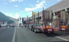 Camion in panne sulla superstrada ad Albino