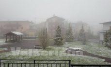Ultima sferzata d'inverno in alta Val Seriana: la neve raggiuge Lizzola