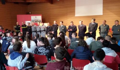 Vertova, a lezione di cittadinanza con le forze dell'ordine