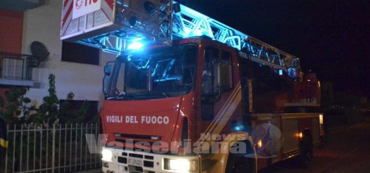 Incendio canna fumaria a Villa d'Ogna, in fumo 40 metri di tetto