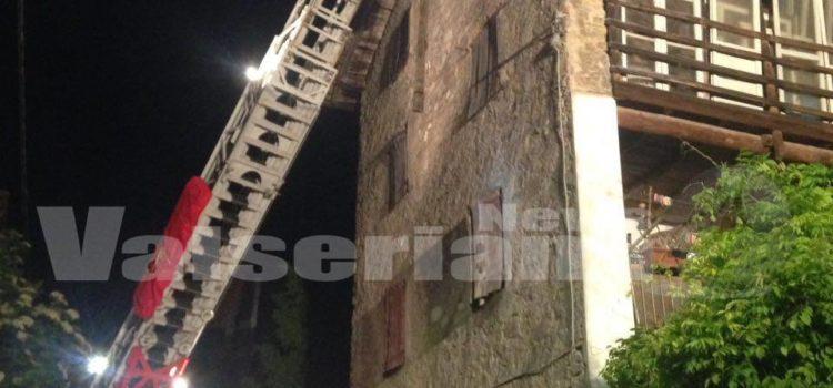 Cene, tetto crollato messo in sicurezza dai Vigili del fuoco