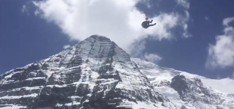 """Soccorsi sul Dhaulagiri. Marco Confortola """"appeso"""" all'elicottero recupera sette alpinisti"""