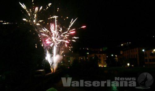 Falò e fuochi d'artificio, Ponte Nossa in festa per San Bernardino