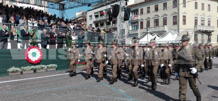 Al via la sfilata degli Alpini a Treviso, 80mila le penne nere che saluteranno l'adunata del Piave – Segui la diretta video