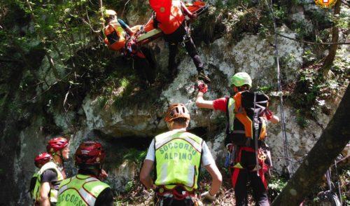 Esercitazione in parete per i tecnici del Soccorso Alpino delle delegazioni seriane
