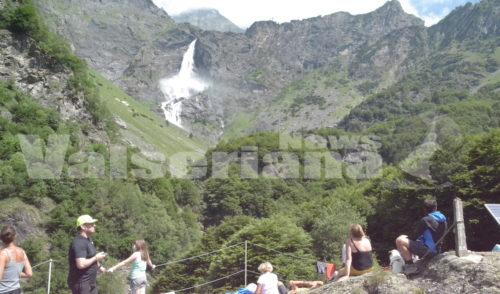 Valbondione: in 10mila alla prima apertura delle Cascate del Serio – Video e foto