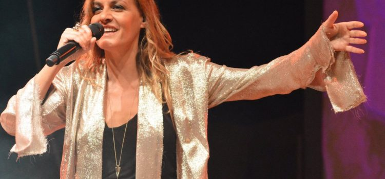 """Villa di Serio, Irene Grandi stupisce con il suo """"Lungoviaggio"""" – video e foto"""