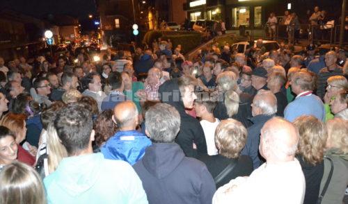 """Castione, il Sindaco tra la gente in strada """"In arrivo altri 70 migranti"""""""
