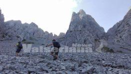 Dal Cimon della Bagozza a 2407 metri ammirando la Val di Scalve – Foto