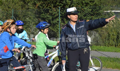 """Sport, educazione stradale e divertimento con """"Bici e scuola insieme"""" – foto e video"""
