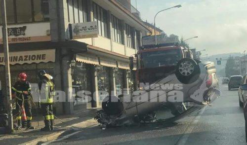 Ribaltamento sulla strada provinciale a Ponte Nossa, nessun ferito grave
