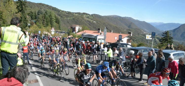 Giro di Lombardia, sul Colle Gallo il primo GP della Montagna intitolato a Don Aldo Nicoli