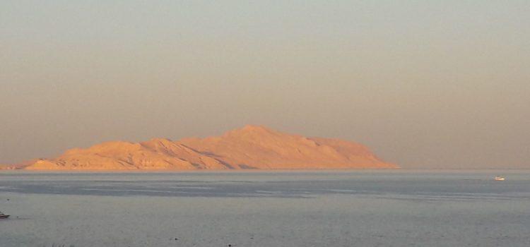 Il viaggio che non c'è, itinerario impossibile all'isola di Tiran