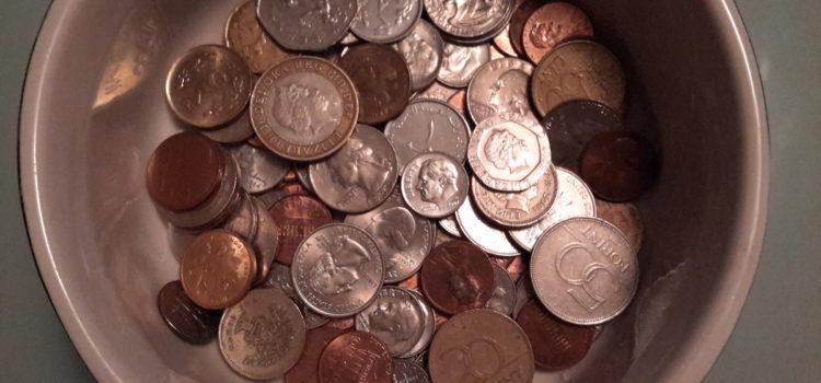 Spiccioli e centesimi… Quando il mondo si nasconde (accuratamente) nel fondo di una borsa