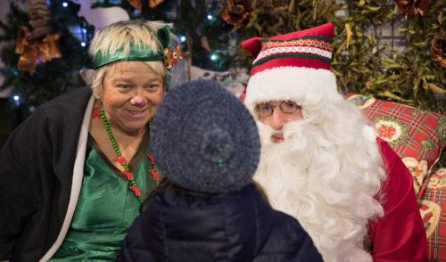 In migliaia da Babbo Natale, ultimi weekend per visitare la sua Casa Bergamasca – foto