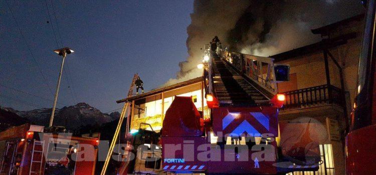Incendio a Gromo, soccorsi in azione