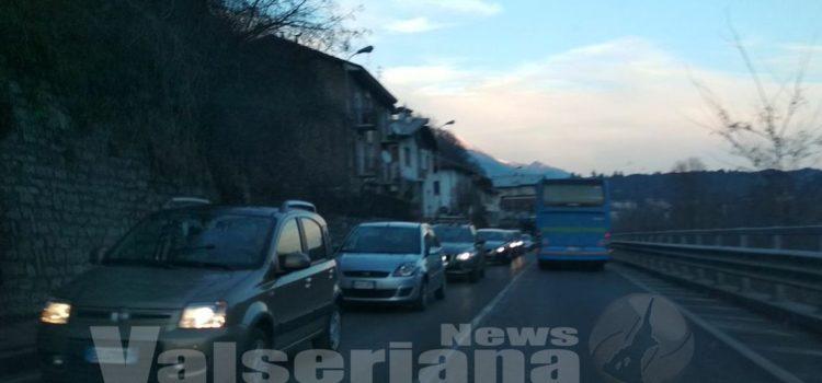 Incidente a Ponte Selva, coinvolto un mezzo pesante