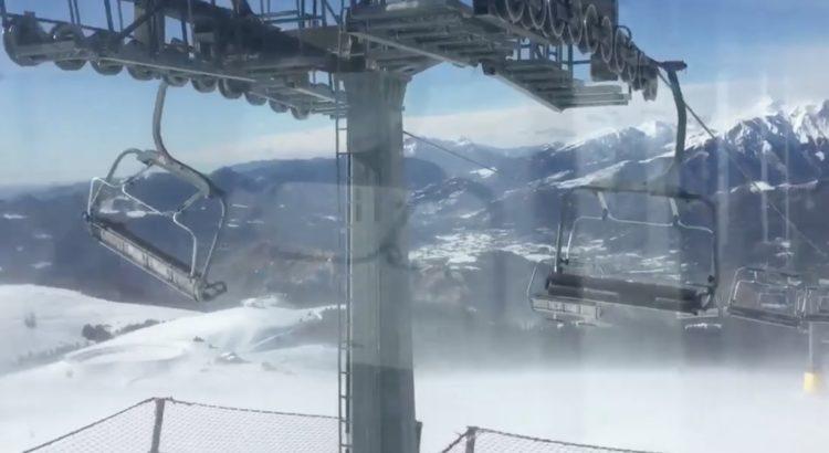 Forte vento in alta montagna: le spettacolari immagini dalla cima del Monte Pora – Video