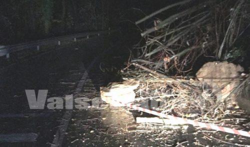Frana ad Alzano Lombardo sulla strada per Olera, materiale rimosso nella notte
