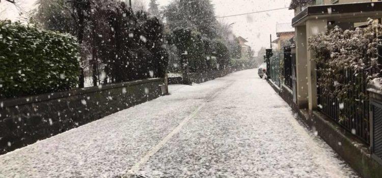 Meteo – La neve slitta (forse) a domenica sera