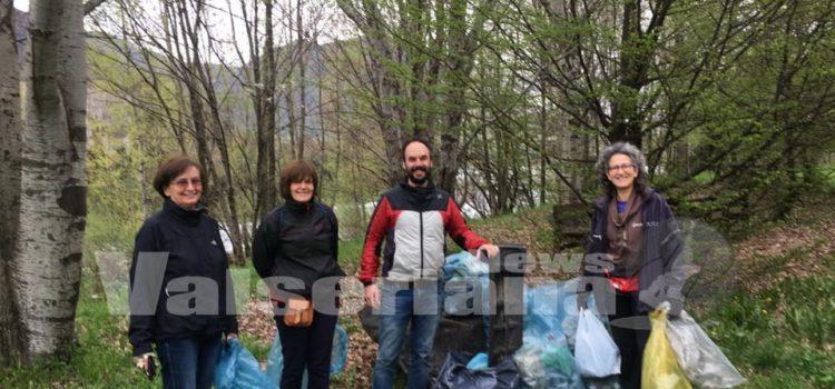 """""""Verde pulito"""", raccolti i rifuti lungo le sponde del fiume Serio a Pradalunga"""