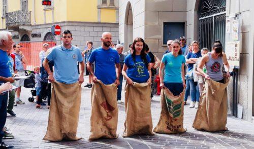 Festa del Compatrono a Clusone: il 24 giugno in piazza i giochi di una volta con il palo della cuccagna