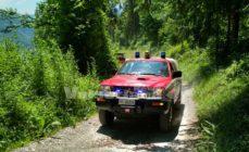 Cade con la bici elettrica in una valle a Lonno, 52enne in ospedale