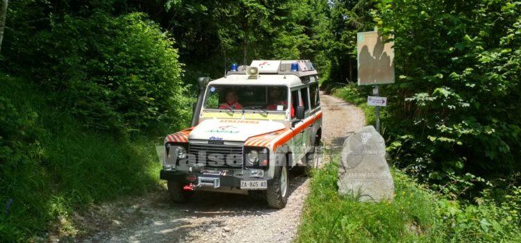 Si ribalta con la jeep ai Cacciamali di Ardesio, 79enne in ospedale