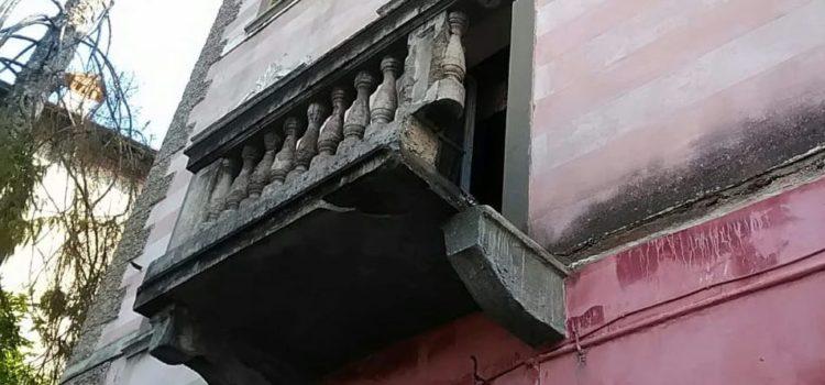 Crolla un balcone, donna ferita a Leffe – foto