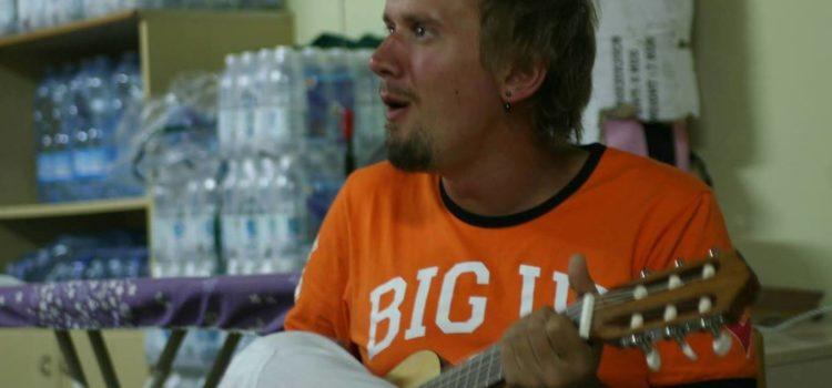 """""""Sulle note di Rob"""":  musica, solidarietà e mini pompieri a Leffe nel ricordo di un amico"""